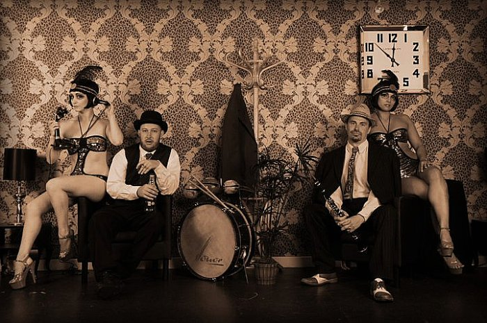 52 Skidoo : photo : 52 Skidoo and the Bombshells