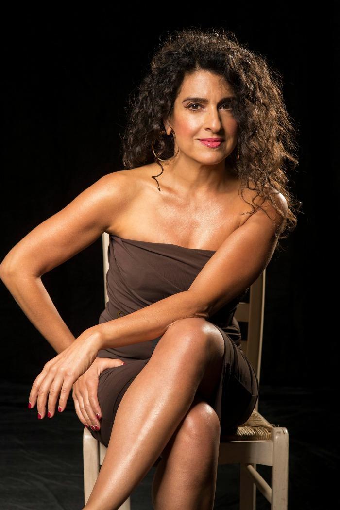 3. Ana Leon