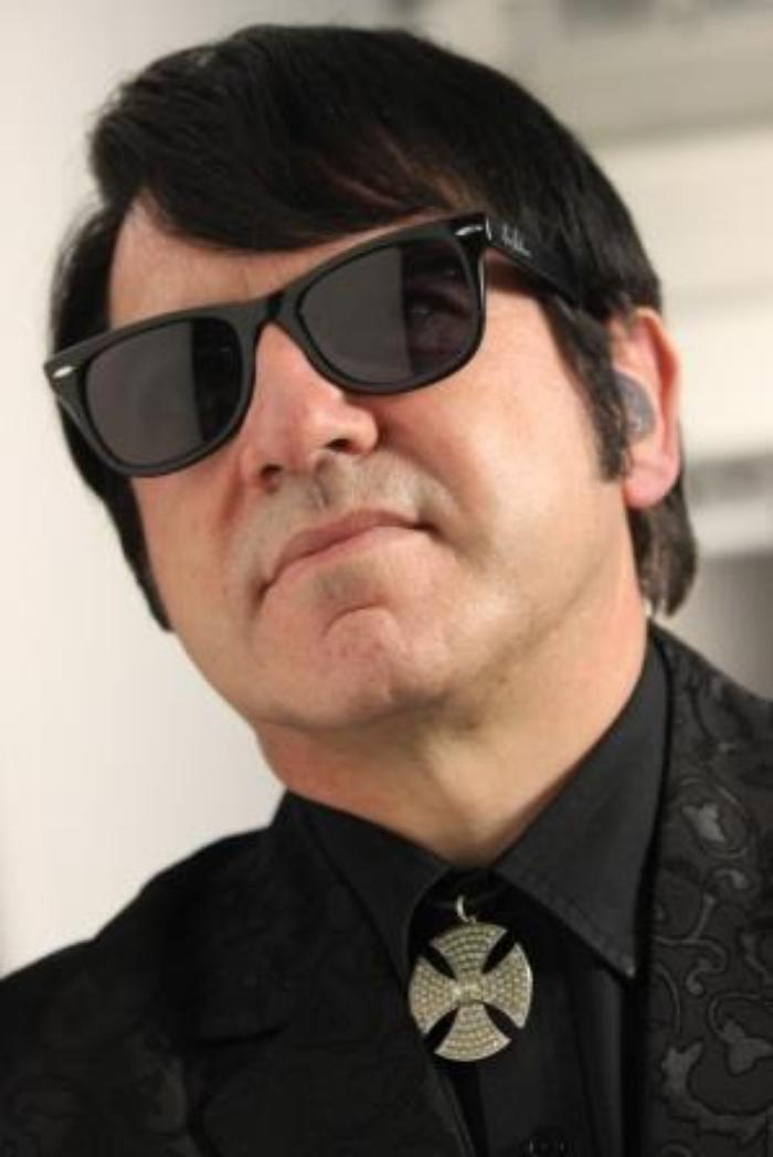 Barry Steele is Roy Orbison : photo : Barry as Roy
