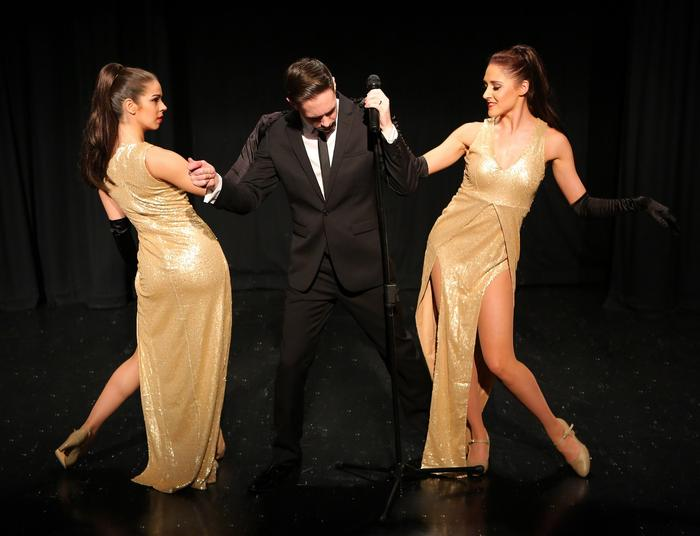 2. Buble with dancers