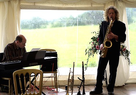 Dajo Jazz : photo : Dajo at a wedding in Inverness