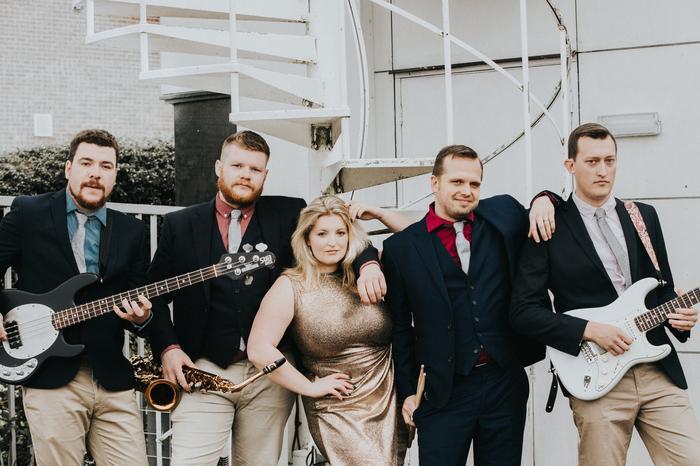 Dance Away : main Freak Music profile photo
