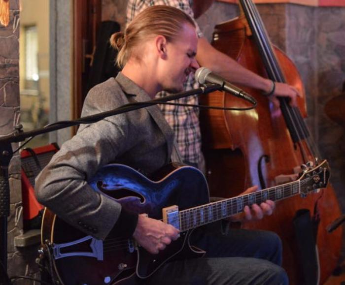 1. Dave Toule Jazz Guitarist & Singer