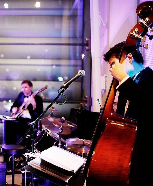 Decent Chaps Jazz and Swing : photo : OUR BASSIST SIMON