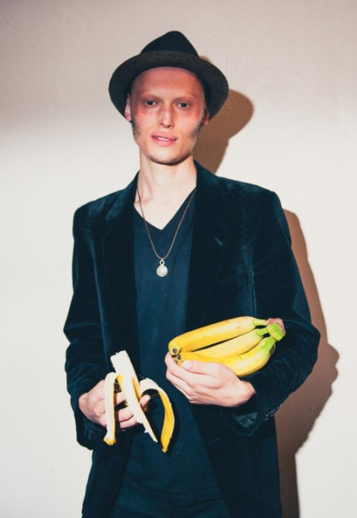 8. Keys and bananas