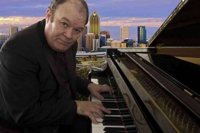 Eric Lovat : photo : Piano Man in Perth WA