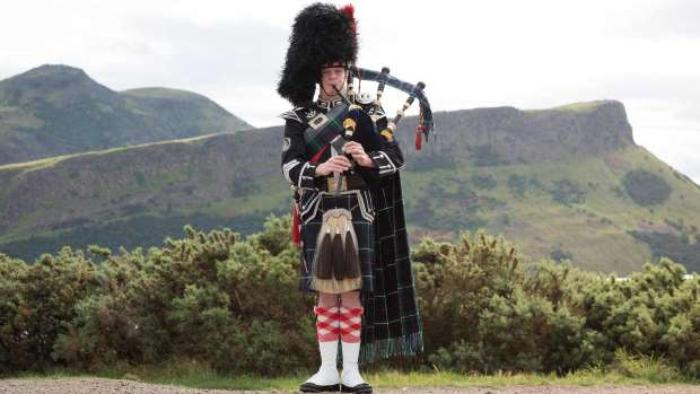 2. Edinburgh Piper Glyn Morris, Arthurs Seat