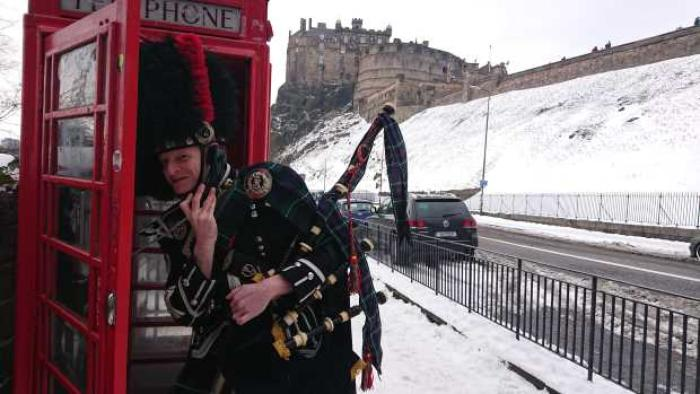 3. Edinburgh Piper Glyn Morris telephone