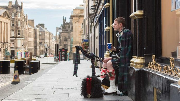 4. Edinburgh Piper Glyn Morris, Royal Mile