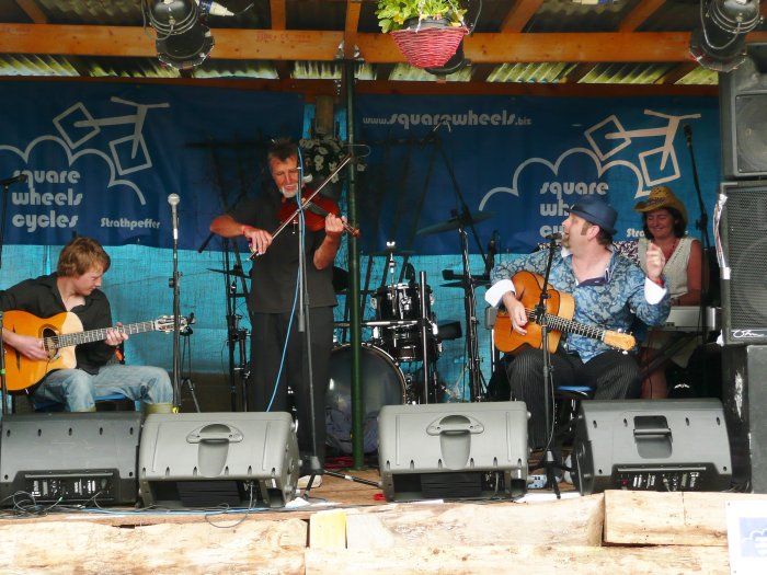 Highland Hotclub : photo : ...At Belladrum festival 2011