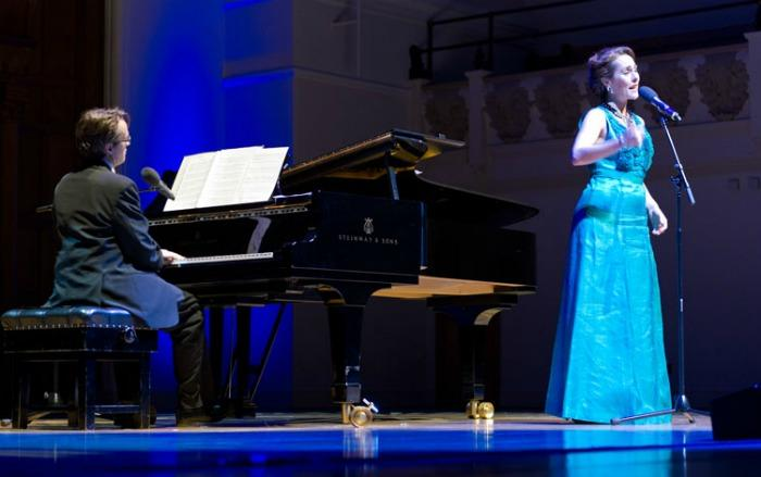 Kiss and Tell Cabaret : photo : In concert at Cadogan Hall