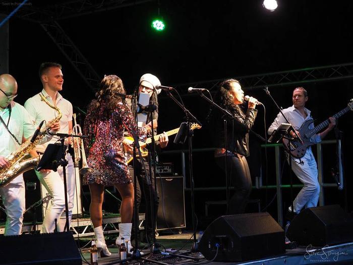 6. Le Freak - Disco band &Tribute to CHIC