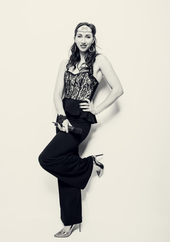 6. Lorena Dale