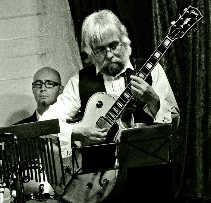 10. Des Res and his big jazz guitar