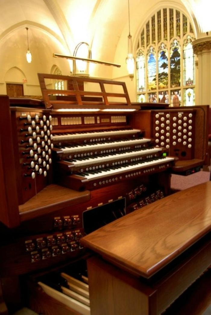 4. Organist