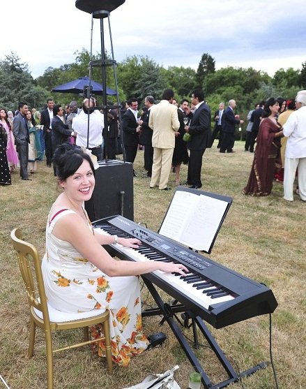 Sarah Lawson : main Freak Music profile photo