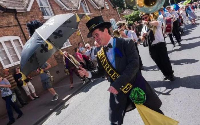 1. Parade
