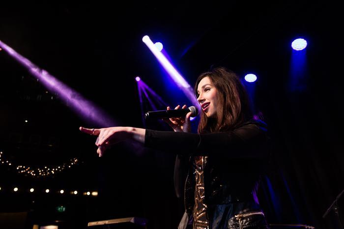 6. Soulshine female vocalist