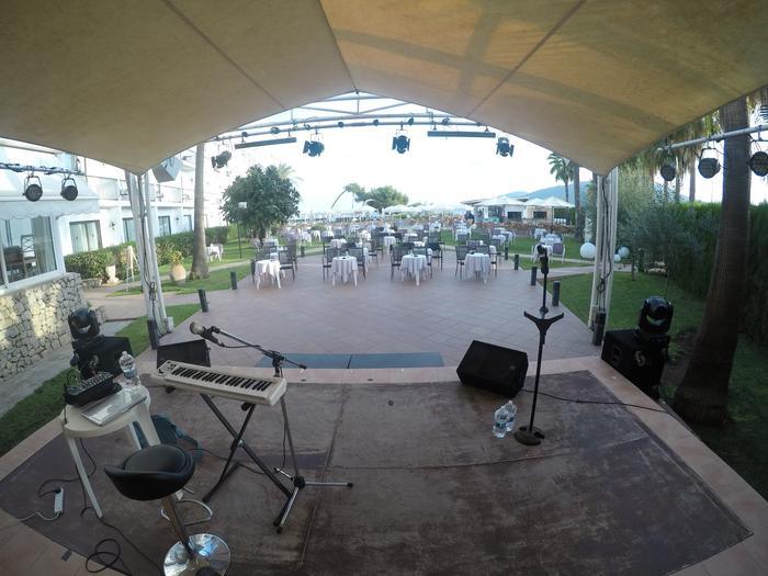 1. Ibiza - Stage!