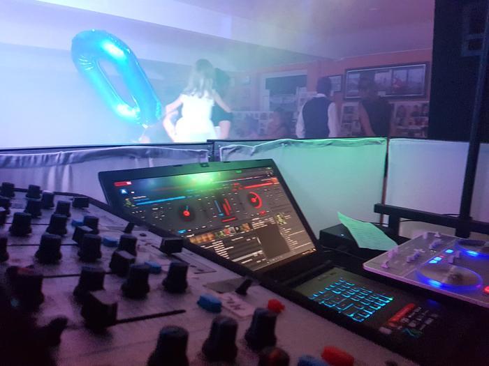 4. DJ Set Up
