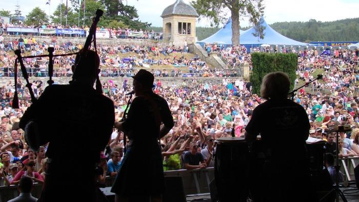 1. Dangleberrie crowd