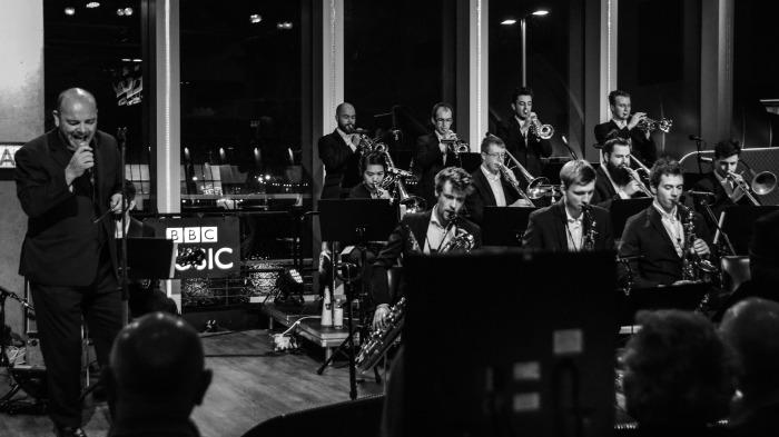 5. The band performing with Pat Kane of Hue and Cry at the BBC Pacific Quay, December 2015 (BBC, Karen Miller)