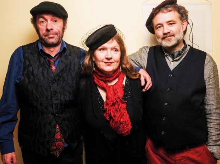 3. Le Trio
