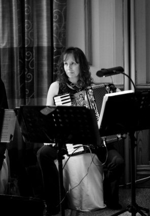 The Mindset Ceilidh Band : photo : Accordionist