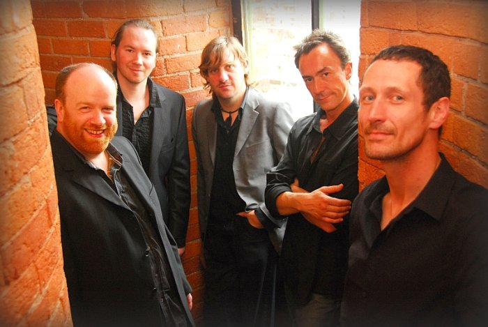 The Mutineers : photo : Band on the stairs