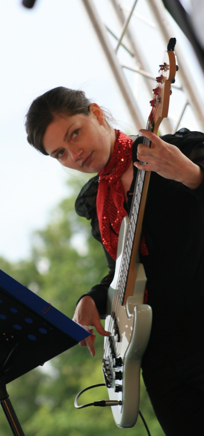 The Soulutions : photo : Amy on Bass