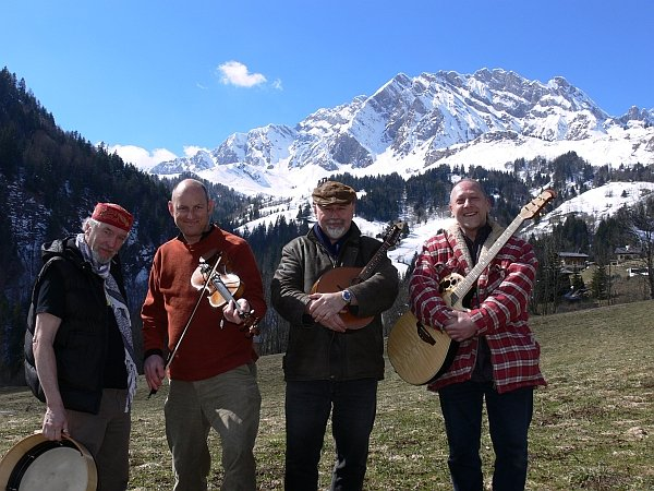 The Wee Bag Band : photo : Touring French Ski Resorts