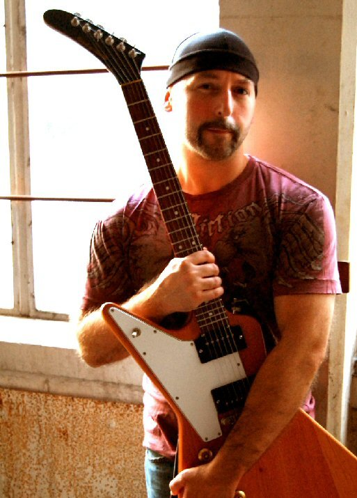 U2-2 : photo : Luke as The Edge