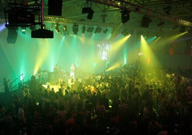 5. Live Shot 2011